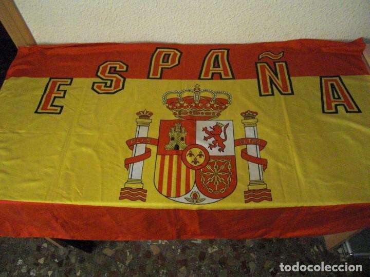 Coleccionismo deportivo: LOTE BUFANDA Y BANDERA ESPAÑA - Foto 5 - 130983372