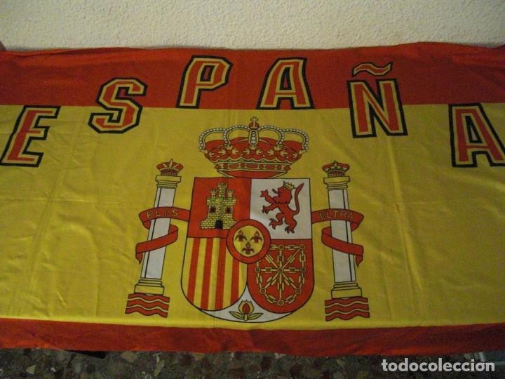 Coleccionismo deportivo: LOTE BUFANDA Y BANDERA ESPAÑA - Foto 6 - 130983372