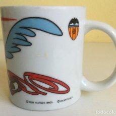 Coleccionismo deportivo: TAZA WARNER BROS VALENCIA CF – 1998. Lote 131124196