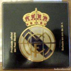Coleccionismo deportivo: ESCUDO DEL REAL MADRID FORMADO POR 8 PINS BAÑADOS EN ORO DE 24 K PRODUCTO OFICIAL. Lote 132836546