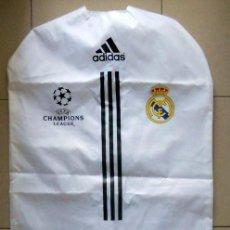 Coleccionismo deportivo: GUARDA TRAJES NUEVO! ADIDAS UEFA CHAMPIONS LEAGUE FOOTBALL FUTBOL - REAL MADRID. Lote 132943154