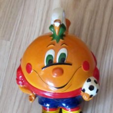 Coleccionismo deportivo: BOTIJO DE CERAMICA NARANJITO MASCOTA MUNDIAL FUTBOL ESPAÑA 1982 FIFA WORLD CUP SPAIN 82. Lote 155722406