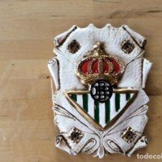 Coleccionismo deportivo: ESCUDO REAL BETIS BALONPIE HECHO EN ESCAYOLA. Lote 133480962