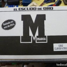 Coleccionismo deportivo: EL ESCUDO DE ORO - MARCA - CADIZ CLUB DE FUTBOL - BAÑADO EN ORO DE 24K. Lote 133972154
