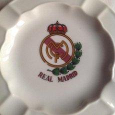 Coleccionismo deportivo: REAL MADRID CF: CENICERO CERÁMICA REAL MADRID CLUB FÚTBOL. Lote 135720851