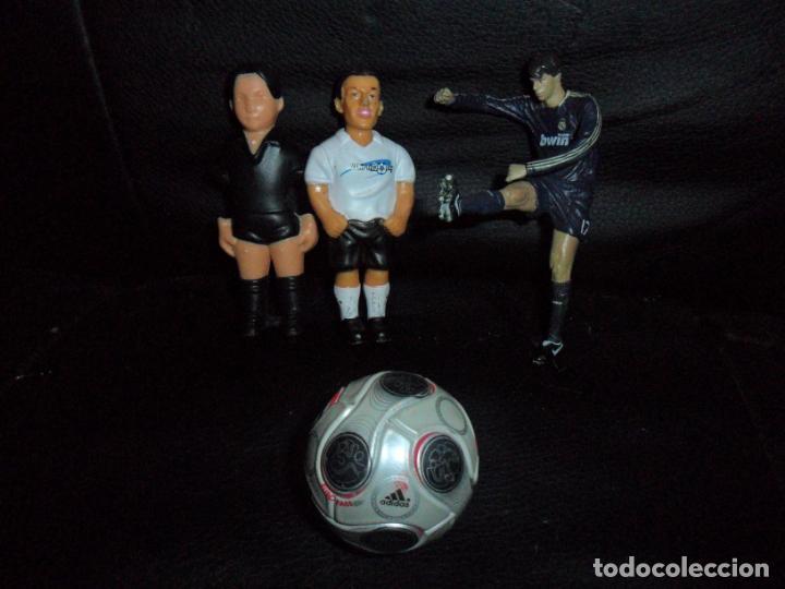LOTE FIGURAS FUTBOL- 2 FIGURAS FUTBOLIN, ESTATUA VAN NISTELROOY, MINIATURA BALON ADIDAS... (Coleccionismo Deportivo - Merchandising y Mascotas - Futbol)