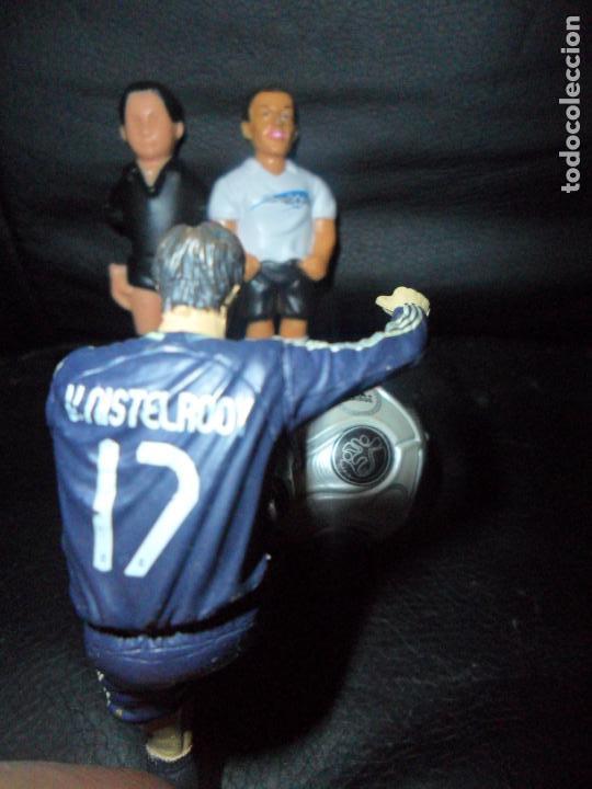 Coleccionismo deportivo: LOTE FIGURAS FUTBOL- 2 FIGURAS FUTBOLIN, ESTATUA VAN NISTELROOY, MINIATURA BALON ADIDAS... - Foto 2 - 135765590