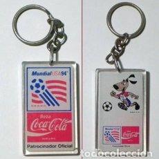 Coleccionismo deportivo: LLAVERO COCA COLA MASCOTA MUNDIAL DE FÚTBOL EEUU 1994 DEPORTE ESTADOS UNIDOS 94 PERRO LOGOTIPO LOGO. Lote 138612106