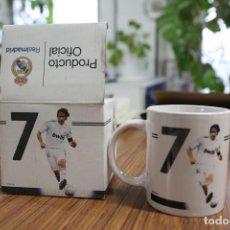 Coleccionismo deportivo: TAZA JARRA DE CERÁMICA. REAL MADRID CLUB DE FÚTBOL. RAUL Nº 7. 2009-2010 PRODUCTO OFICIAL.. Lote 138870498