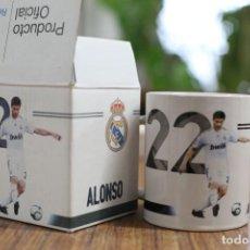 Coleccionismo deportivo: TAZA JARRA DE CERÁMICA. REAL MADRID CLUB DE FÚTBOL. ALONSO Nº 22. 2009-2010 PRODUCTO OFICIAL.. Lote 138870810
