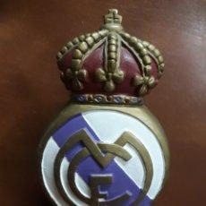 Coleccionismo deportivo: HUCHA CON EL ESCUDO DEL REAL.MADRID. Lote 139798676