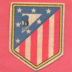 Coleccionismo deportivo: ANTIGUO ESCUDO DEL ATLETICO DE MADRID, PAPEL FIELTRO,, VER TEXTO Y FOTOS. Lote 140663074