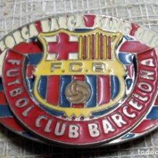Coleccionismo deportivo: ANTIGUA HEBILLA METALICA, FUTBOL CLUB BARCELONA, PRODUCTO OFICIAL. Lote 140712850