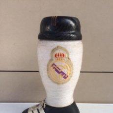 Coleccionismo deportivo: BOTA REAL MADRID / BOTELLA BRANDY. Lote 142851574