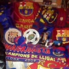 Coleccionismo deportivo: FUTBOL CLUB BARCELONA - LOTE DEL BARÇA - BANDERAS, ANORAC, MANTA, PLATOS, COJIN, LIBROS, TRIVIAL .... Lote 142975570
