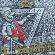 Coleccionismo deportivo: CARTEL AQUI VIVE UN HINCHA DEL REAL MURCIA . Lote 144809998