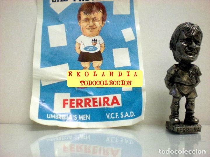 Coleccionismo deportivo: 20 FIGURITAS METALICAS EKL JUGADORES DEL VALENCIA FC, FUTBOLISTAS EN MINIATURA - Foto 7 - 144839298