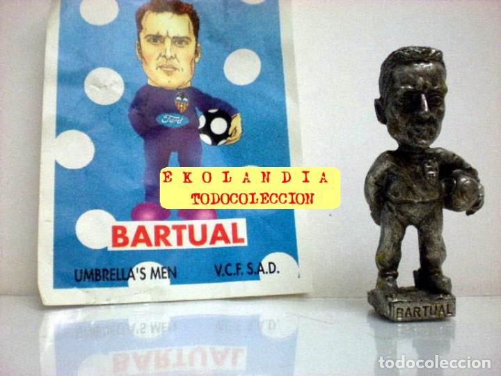 Coleccionismo deportivo: 20 FIGURITAS METALICAS EKL JUGADORES DEL VALENCIA FC, FUTBOLISTAS EN MINIATURA - Foto 10 - 144839298