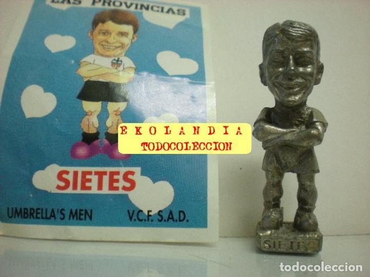 Coleccionismo deportivo: 20 FIGURITAS METALICAS EKL JUGADORES DEL VALENCIA FC, FUTBOLISTAS EN MINIATURA - Foto 24 - 144839298