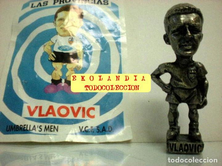Coleccionismo deportivo: 20 FIGURITAS METALICAS EKL JUGADORES DEL VALENCIA FC, FUTBOLISTAS EN MINIATURA - Foto 25 - 144839298