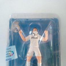 Coleccionismo deportivo: JUGADOR REAL MADRID - METAL. Lote 145433334