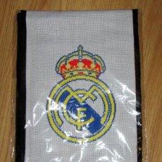 Coleccionismo deportivo: BUFANDA FUTBOL SCARF FOOTBALL REAL MADRID OFICIAL . Lote 146034898