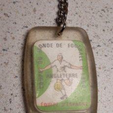 Coleccionismo deportivo: LLAVERO EN METACRILATO DEL MUNDIAL DE FUTBOL DE INGLATERRA 1966 . SELECCIÓN ESPAÑA . GAULOIS. Lote 146648497