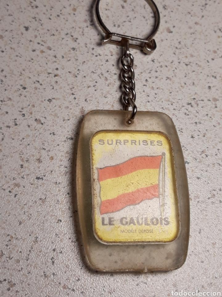 Coleccionismo deportivo: Llavero en metacrilato del mundial de futbol de Inglaterra 1966 . Selección España . Gaulois - Foto 2 - 146648497