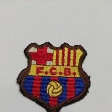 Coleccionismo deportivo: ESCUDO BORDADO ANTIGUO FC BARCELONA. Lote 147265742