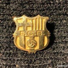 Coleccionismo deportivo: INSIGNIA DE ORO DEL FUTBOL CLUB BARCELONA SIN ENGANCHE FUTBOL CLUB FC BARCELONA CF BARÇA F.C . Lote 147421414