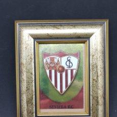 Coleccionismo deportivo: ESCUDO DEL SEVILLA CF ENMARCADO - CAR24. Lote 147728600