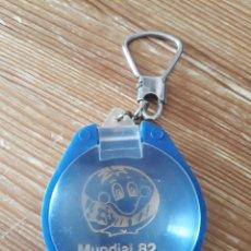Coleccionismo deportivo: LLAVERO LUPA DEL MUNDIAL DE FUTBOL ESPAÑA 82 CON SU MASCOTA NARANJITO. Lote 148103746
