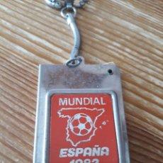 Coleccionismo deportivo: LLAVERO AGENDA TELEFÓNICA DEL MUNDIAL DE FUTBOL ESPAÑA 82 EN METAL Y DE COLOR ROJO. Lote 148104293