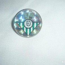 Coleccionismo deportivo: PIN ANTIGUO DEL REAL BETIS BALOMPIE. Lote 148231234