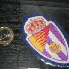 Coleccionismo deportivo: -ESCUDO DE TELA ANTIGUO DE FUTBOL : VALLADOLID. Lote 148375682