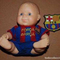 Coleccionismo deportivo: MUÑECO FCB FUTBOL CLUB BARCELONA+ESCUDO DE PLASTICO FCB. Lote 148591226