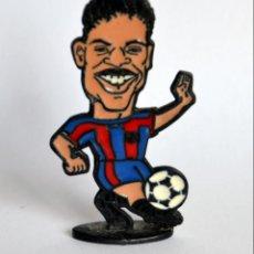 Coleccionismo deportivo: FIGURA DE METAL - JUGADOR DEL FÚTBOL CLUB / FC BARCELONA - TEMPORADA 1998-99:REIZIGER. Lote 149865978