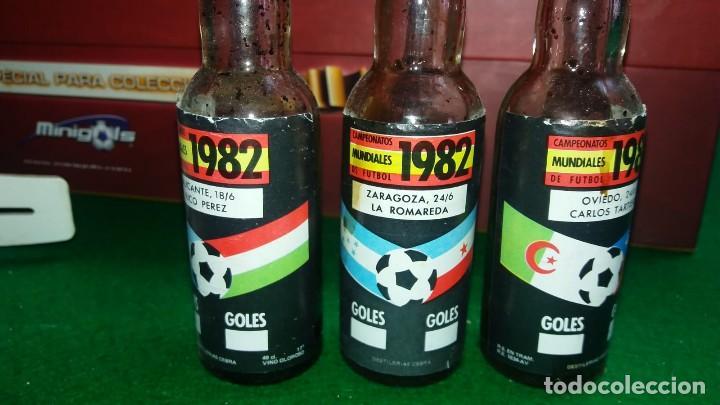 Coleccionismo deportivo: 3 ESTUCHES DE BOTELLINES DE VINOS ESPAÑOLES MUNDIAL 82 (ver fotos ) - Foto 3 - 150097474