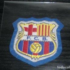 Coleccionismo deportivo: -ESCUDO DE TELA ANTIGUO DE FUTBOL : BARCELONA. Lote 150247414