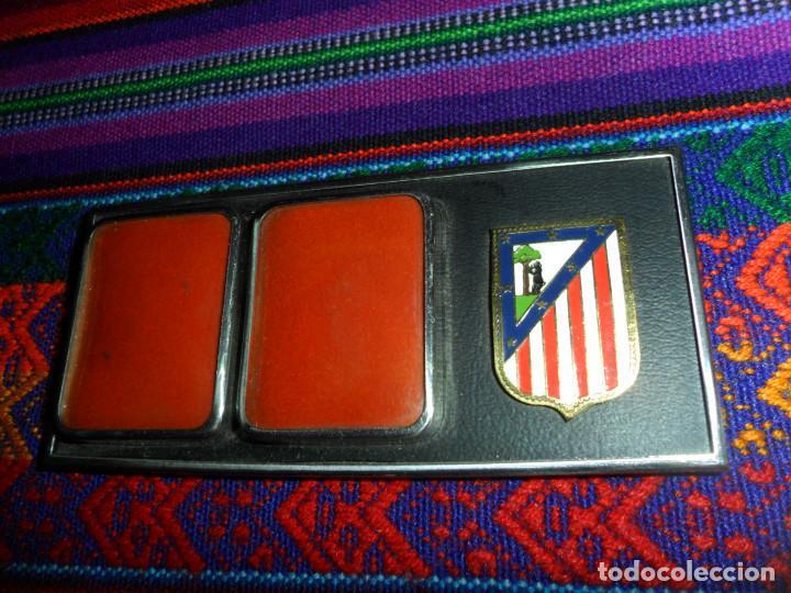 Coleccionismo deportivo: ESCUDO ATLÉTICO DE MADRID PORTAFOTOS SEAT 1500, MONEDERO PIEL, CARTERA PEÑA EUSEBIO REGALO INSTANTES - Foto 3 - 150313918