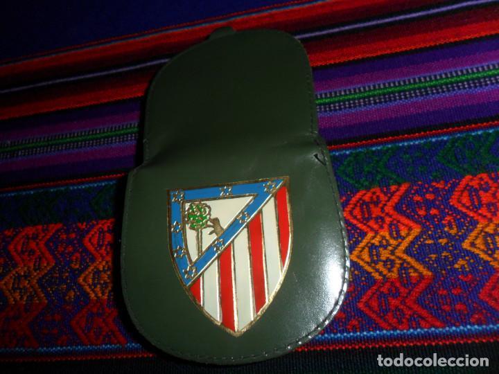 Coleccionismo deportivo: ESCUDO ATLÉTICO DE MADRID PORTAFOTOS SEAT 1500, MONEDERO PIEL, CARTERA PEÑA EUSEBIO REGALO INSTANTES - Foto 4 - 150313918