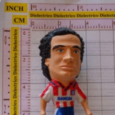 Coleccionismo deportivo: FIGURA FIGURITA MUÑECO BANDAI ATLÉTICO DE MADRID 1996. FÚTBOL. FUTBOLISTA. ESNAIDER. 30 GR. Lote 150490694