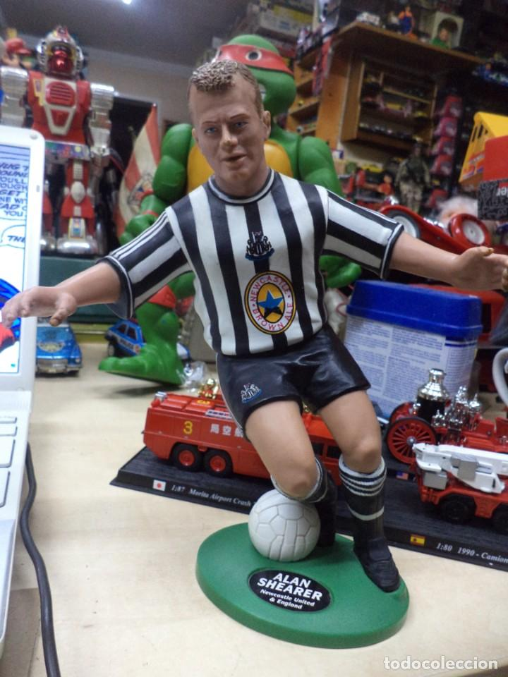 ALAN SHEARER.NEWCASTLE UNITED.ENGLAND.FIGURA DE PVC.VIVID 1996.22 CM.PREMIER LEAGE. (Coleccionismo Deportivo - Merchandising y Mascotas - Futbol)