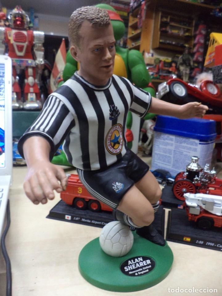 Coleccionismo deportivo: Alan Shearer.Newcastle United.England.Figura de PVC.Vivid 1996.22 cm.Premier Leage. - Foto 3 - 151706534