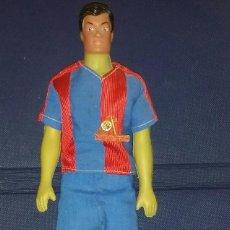 Coleccionismo deportivo: ANTIGUO Y COLECCIONABLE MUÑECO DEL BARÇA FC DE BARCELONA CON PIN DE COLECCIÓN. Lote 151743382