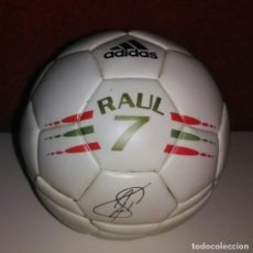 Coleccionismo deportivo: CAJA BALON FUTBOL RELOJ ADIDAS RAUL REAL MADRID. Lote 153153990