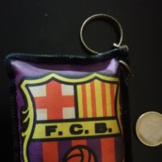 Coleccionismo deportivo: LLAVERO COJÍN ANTIGUO FC BARCELONA PLANTILLA. Lote 153979260