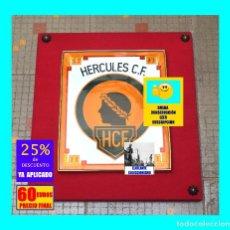 Coleccionismo deportivo: HÉRCULES CLUB DE FÚTBOL / C. F. ALICANTE - ESPECTACULAR CUADRO CON EMBLEMA DEL CLUB - AÑOS 70. Lote 154810838