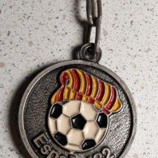 Coleccionismo deportivo: LLAVERO DEL MUNDIAL DE FUTBOL ESPAÑA 82 SEDE BARCELONA SAGRADA FAMILIA MAX. Lote 158338148