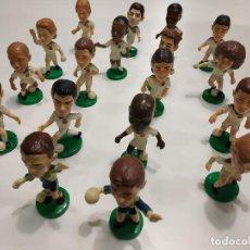 Coleccionismo deportivo: 419- LOTE DE 18 FIGURAS DE JUGADORES DEL REAL MADRID - TARGET 2000 - 3X7,5CMS. Lote 160399742